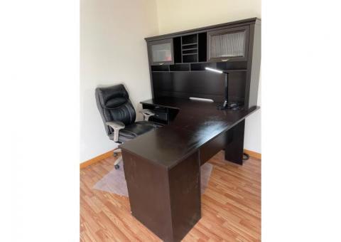 Desk/chair/desk lamp
